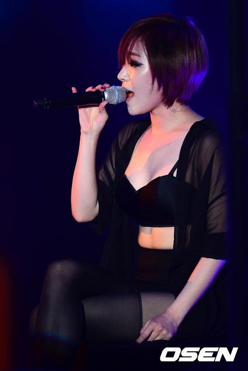 Các cô gái tâm tình với khán giả qua những ca khúc về tình yêu, sự phản bội, những lời hứa sẽ trọn đời bên nhau...