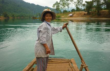 Chị Trần Thị Liên, nữ phu đò duy nhất ở bến Trằm Mé.