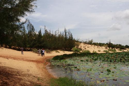 Đến Phan Thiết mà chưa đến Bàu Sen thì coi như chuyến đi chưa hoàn thành.