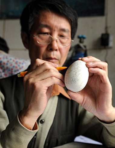 Mr Wen has been carving egg shells for 10 years. He turned to his hobby to make a living after being made redundant