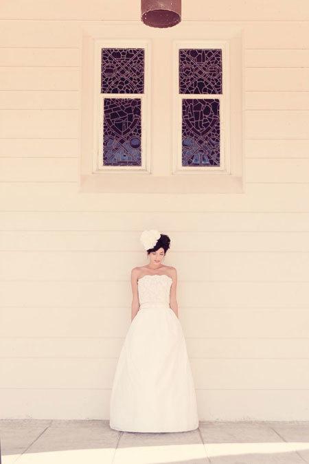 Váy cưới phồng lạ mắt cho cô dâu.