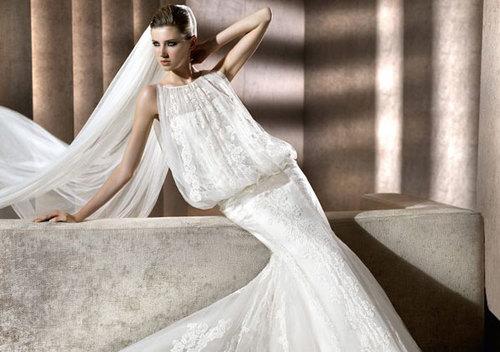 Chất liệu vải mềm như ren hay chiffon thích hợp may váy blouson.