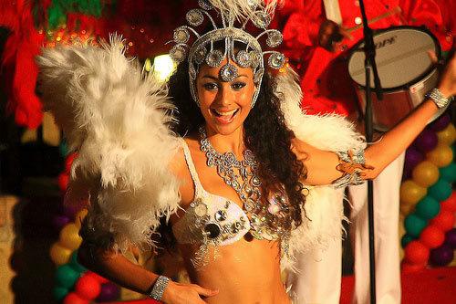 Mỹ nữ nhảy múa trên đường phố trong lễ hội Carnival tại Lan Quế Phường. Hằng tối, luôn có rất nhiều cô gái trẻ đẹp, ăn mặc mát mẻ đổ xô về đây để vui chơi cùng bạn bè.