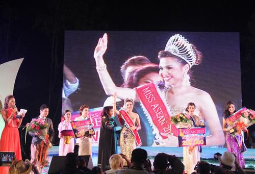 Lần đầu tiên trong lịch sử những cuộc thi sắc đẹp quốc tế, đại diện của Việt Nam đã vinh dự đoạt được giải thưởng cao nhất của cuộc thi Miss ASEAN 2012. (Hoa hậu Đông Nam Á). Sau hơn 20 năm diễn ra Miss Asean(Hoa hậu Đông Nam Á) , đại diện của Việt Nam đoạt giải thưởng cao nhất.