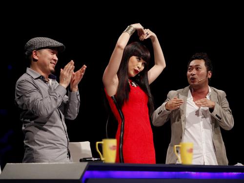 Đây là dịp hiếm hoi người hâm mộ được thấy 3 vị giám khảo 'xì tin', nhí nhảnh và nghịch ngợm.