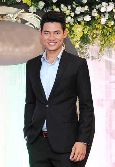 Ngoài các người đẹp, đến dự tiệc còn có Nam vương Việt Nam 2010 Lê Khôi Nguyên.