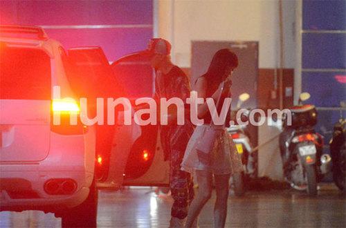 Tờ Hunan mới đây cho đăng tải loạt ảnh Giang Khải Đồng hẹn hò với Han Kyung, cho thấy mối quan hệ của hai người không đơn thuần là tin đồn.