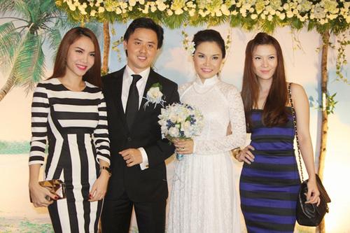 Hai chị em Yến Trang - Yến Nhi cũng đến dự tiệc. Họ là thành viên của Mây Trắng ở giai đoạn một và giai đoạn hai, hiện cả hai chị em đều solo và có những thành công nhất định.