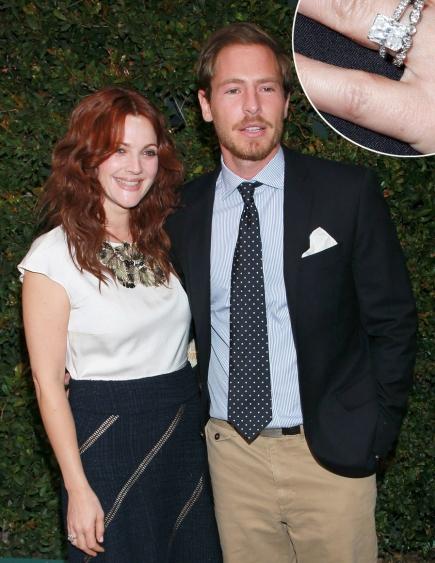 Năm 2012, cô diễn viên Drew Barrymore cũng khoe chiếc nhẫn đính hôn gắn kim cương 4,5 carat tuyệt đẹp.