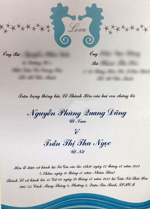 Từ giữa tháng 12, gia đình và bạn bè của Thu Ngọc đã nhận được tấm thiệp mời được thiết kế ton sur ton với sắc màu chủ đạo. Thiệp trang trí khá đơn giản theo phong cách hiện đại với hình ảnh hai chú cá ngựa và những con sao biển.