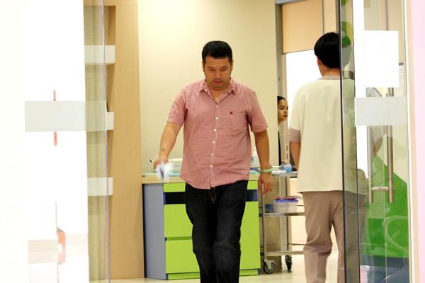 Đi cùng với Phạm Quỳnh Anh là ông xã - nhạc sĩ Quang Huy.