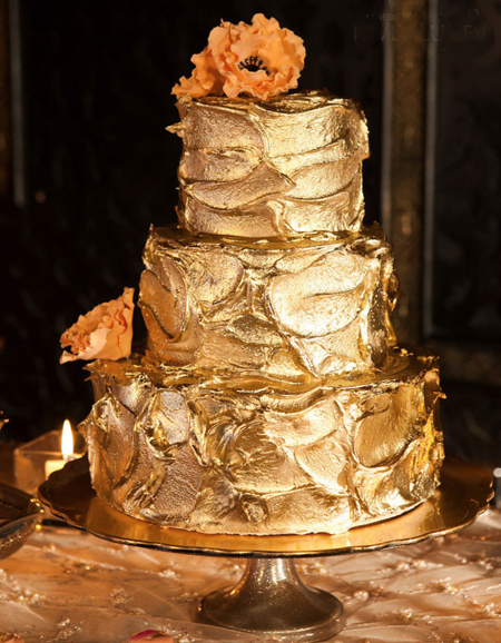 Bánh cưới cũng là chi tiết quan trọng thể hiện được phong cách của đám cưới.