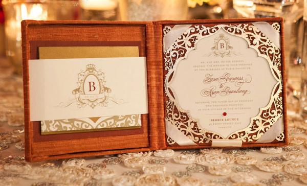 Hộp thiệp cưới cầu kỳ được chăm chút tới từng chi tiết.