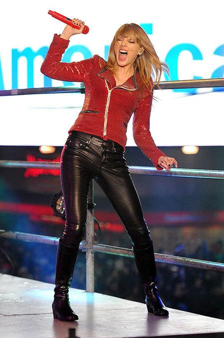 Taylor biểu diễn vào tối 31/12.