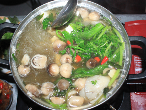 Lẩu nấm bò là món ăn đặc sản của phố núi Pleiku.