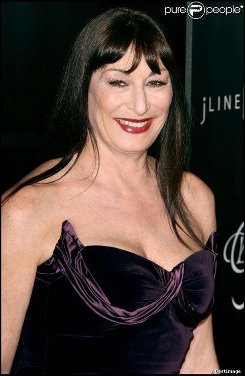 Anjelica trở thành một trong những thảm họa phẫu thuật thẩm mỹ ở Hollywood.