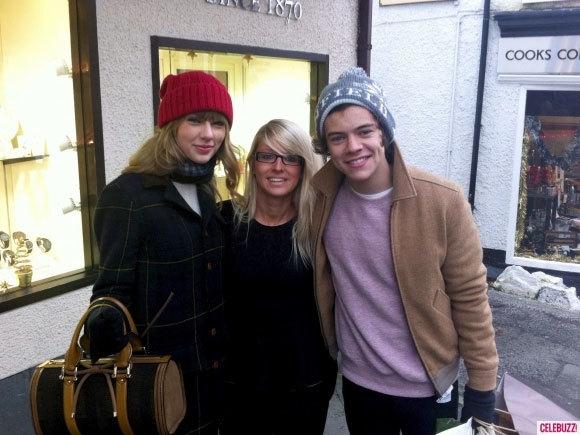 Taylor Swift từng về thăm mẹ của Harry ở Anh.