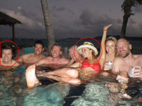Harry Styles tắm bể nước nóng cùng bạn bè và người đẹp