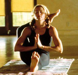 Madonna là một trong nhiều ngôi sao ca nhạc tin tưởng tập luyện Yoga nóng.