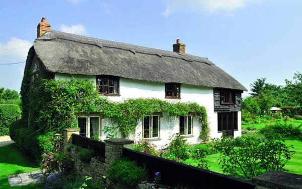 Với 3 phòng ngủ và một bể bơi, ngôi nhà cổ thuộc vùng Somerset là mơ ước của nhiều người.
