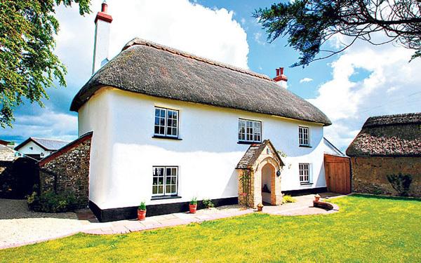 Một kiểu nhà cổ điển đặc trưng ở vùng Chumleigh, Devon nước Anh với bốn phòng ngủ có giá 575.000 bảng Anh.