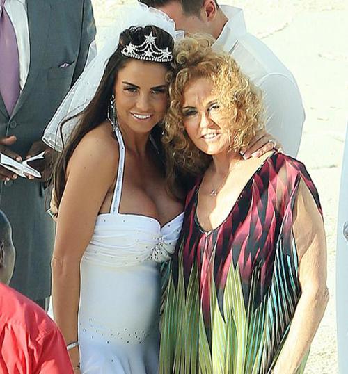 Cô dâu và mẹ.