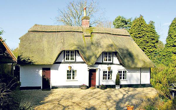 Nằm ở ngoại ô Southampton, ngôi nhà nhỏ xinh với 3 phòng ngủ được giao bán với giá 445.000 bảng Anh.