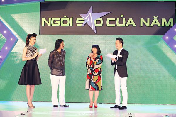 Cặp đôi có dịp giao lưu với MC Thu Hằng, Lương Mạnh Hải và chia sẻ bí quyết giữ gìn hạnh phúc sau nhiều năm gắn bó.