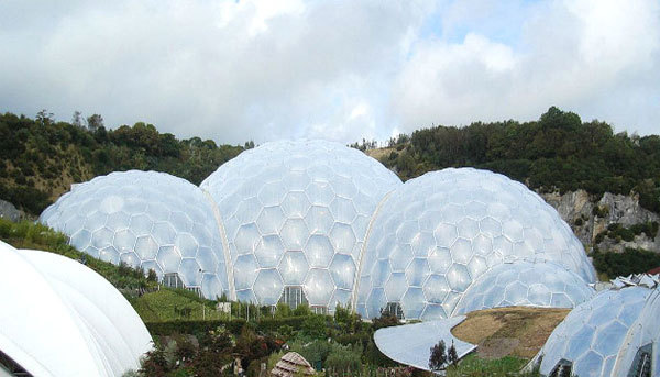 Được xây dựng trong 6 năm, nhà kính hình vòm tròn Eden Projec ở Cornwall mới được khánh thành vào tháng 3/2011 là nơi diễn ra rất nhiều sự kiện lớn của Vương quốc Anh.