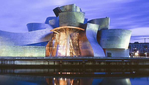 """Bảo tàng Bilbao ở Tây Ban Nha từng xuất hiện trong tập phim James Bond - """"The world is not enough"""" và MV ca nhạc của """"Sweetheart"""" của Maria Carey."""