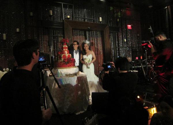 Đám cưới diễn ra theo đúng nghi lễ của người Việt.