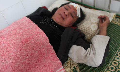 Bà Bình đang điều trị tại Bệnh viện đa khoa huyện Hưng Nguyên. Ảnh: T.L
