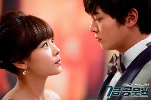 """Choi Kang Hee (sinh năm 1977) và Joo Won (sinh năm 1987) là một cặp trong """"Level 7 Civil Servant"""