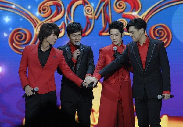 """4 thành viên của """"Vườn sao băng"""" ra mắt khán giả Giang Tô trong đêm ghi hình"""