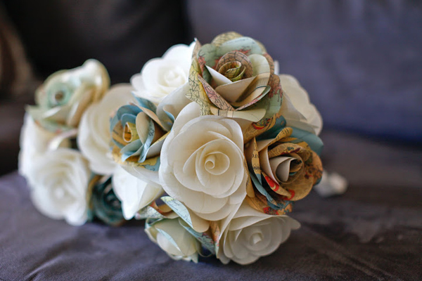Hoa cưới cũng có thể làm từ những tấm bản đồ xinh xắn.
