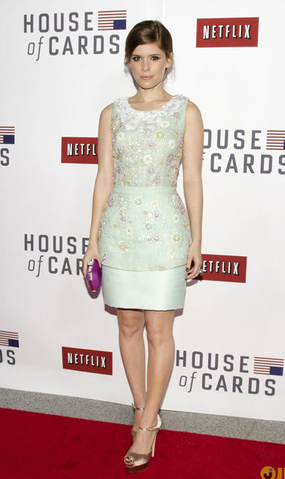 Kate Mara strikes a pose while attending a screening for her Netflix original series House of Cards at The Newseum on Tuesday (January 29) in Washington, DC. wearing a Peter Som dress