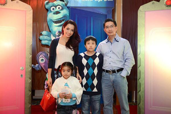Tại Hà Nội, cựu người mẫu Thúy Hằng cũng đưa cả gia đình đi thư giãn trong ngày nghi.
