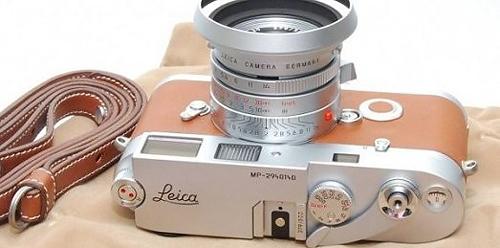 Chiếc máy ảnh chống nước dành cho tuần trăng mật ở biển.