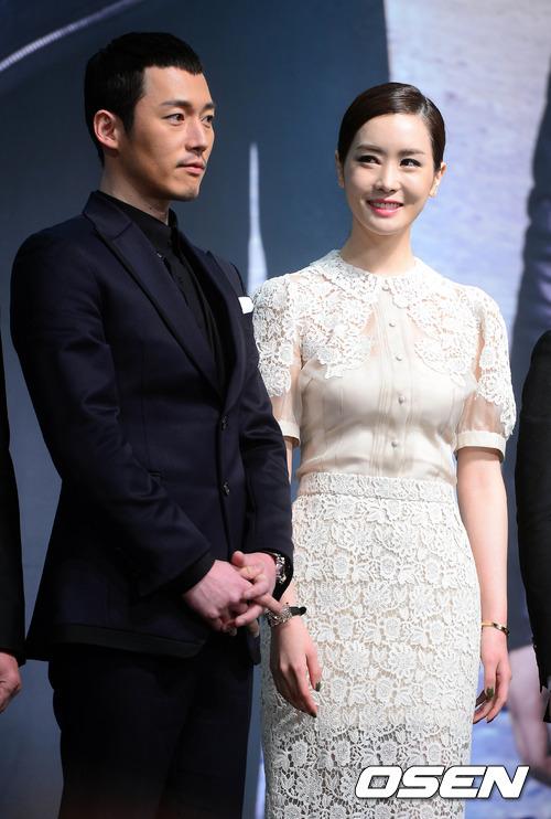 """Hai gương mặt chính của """"Iris 2"""", Jang Hyuk và Lee Da Hae đã cùng nhau ra mắt tại buổi họp báo phim diễn ra chiều nay 7/2."""