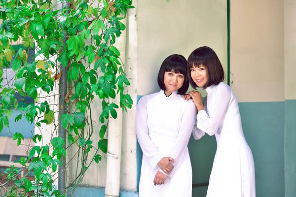 Ngọc Linh và Diễm Quyên trong MV 'Tình thơ 2013'. Ảnh: Hizo