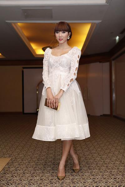Người mẫu Ngọc Quyên lại chọn phong cách cổ điển. Gần đây, Ngọc Quyên nhận được nhiều lời khen với vai diễn trong phim 'Mỹ nhân kế'.