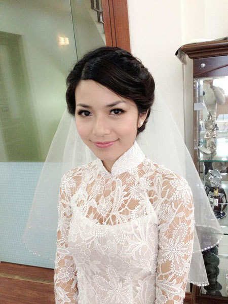 Xu hướng trang điểm chú trọng đến sự căng mọng, tự nhiên và tỏa sáng của làn da được yêu thích trong mùa cưới năm nay.