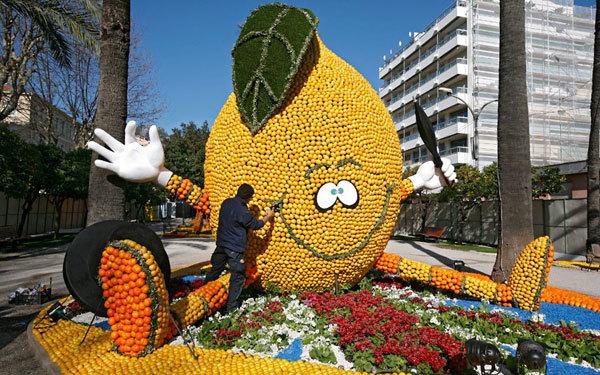Quả chanh khổng lồ được làm từ hàng ngàn quả chanh và cam thật.
