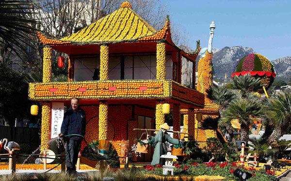 Một ngôi đền của Nhật được làm từ trái cây rất công phu.