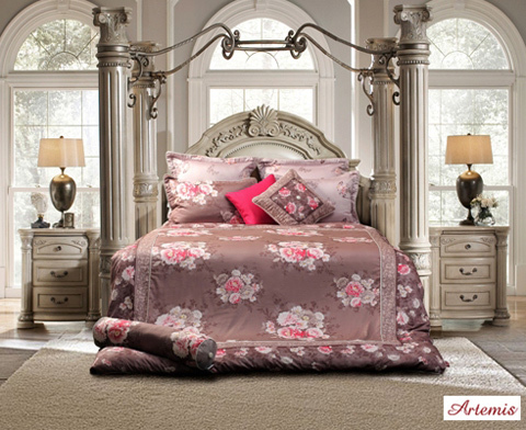 Nếu những gam màu rực rỡ không phải điều bạn đang tìm kiếm, thì bộ chăn ga gối đệm họa tiết Floral print (in hoa) chính là một lựa chọn hợp thời cho phòng ngủ của bạn.