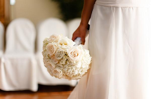 Hoa trắng tinh khiết luôn phù hợp với mọi đám cưới.