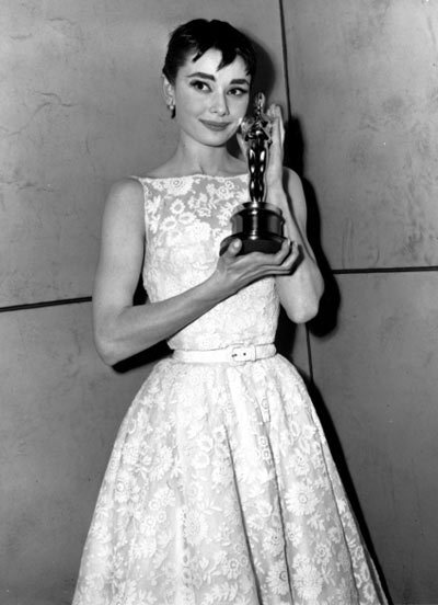 Audrey Hepburn in Edith Head, 1953 Audrey Hepburn won an Academy Award for film Roman Holiday in 1953. The ivory lace gown that the actress wore in the film and later wore to the Academy Awards, where she won her first Oscar is to be sold at auction. The dress was adapted from the original Edith Head design that Hepburn wore in the final scene of Roman Holiday