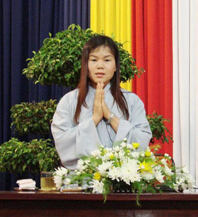 Nhà ngoại cảm niệm Phật cầu gia bị.