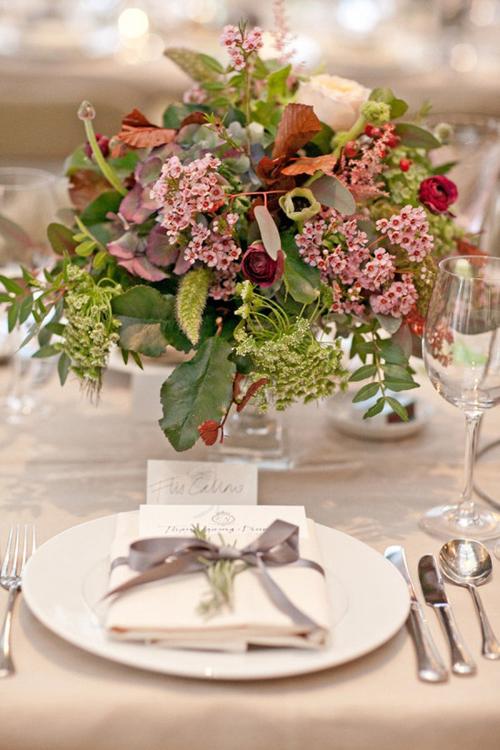 20 mẫu hoa bàn tiệc tròn thấp dáng yêu