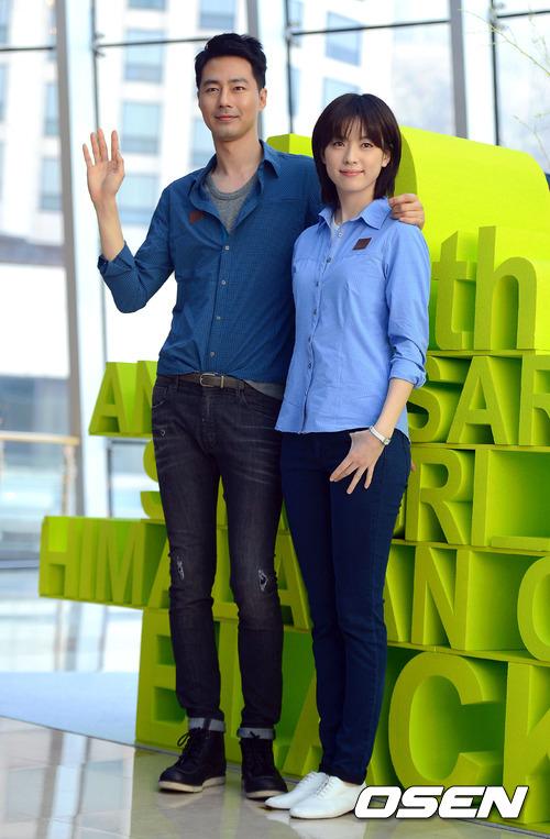 Cặp đôi Jo In Sung, Han Hyo Joo góp mặt trong lễ kỷ niệm của một thương hiệu thời trang mà họ là mẫu quảng cáo từ nhiều năm nay.